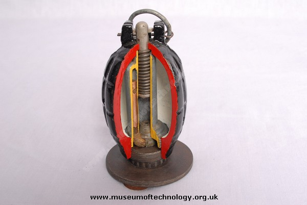 WWII CUT AWAY MILLS No 36 TRAINING HAND GRENADE