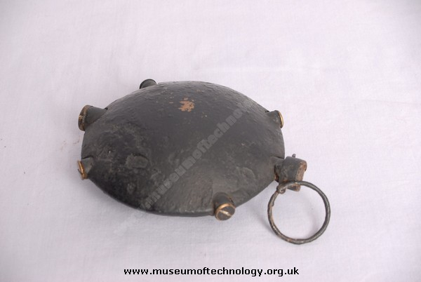 WW1 DISC OR OYSTER SHELL GRENADE