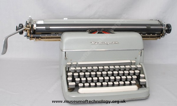 REMMINGTON 'SUPER RITER' STANDARD TYPEWRITER of 1950