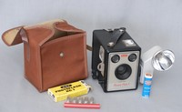 Image of KODAK BROWNIE FLASH 2 CAMERA AND CASE, 1957